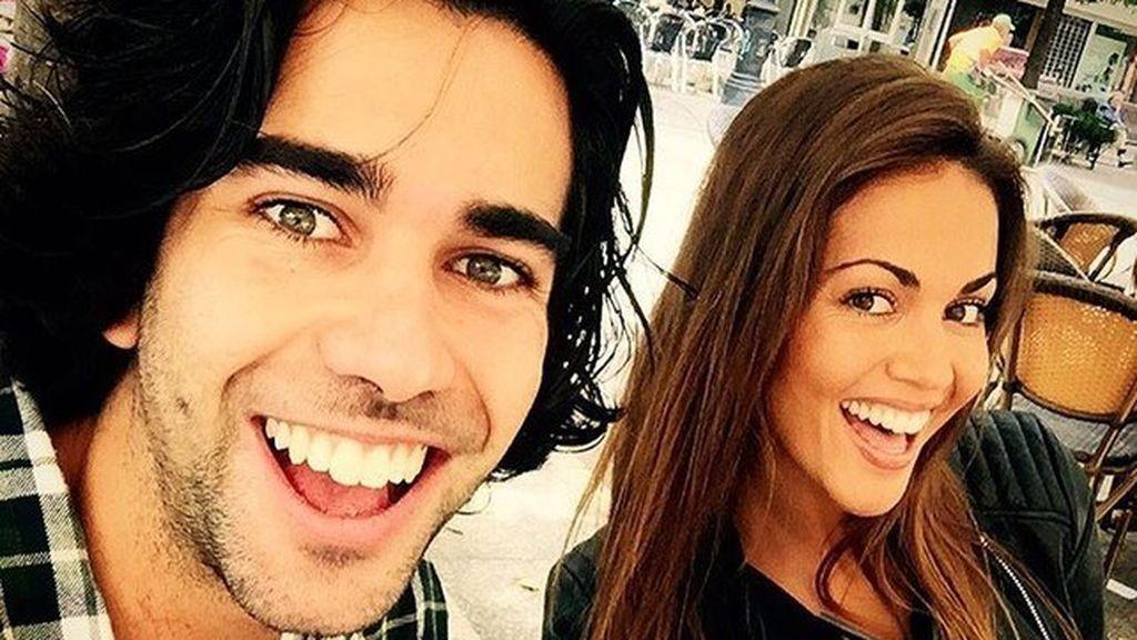 ¡Por los aires!: Lara Álvarez y su hermano Bosco disfrutan de un día de paracaidismo