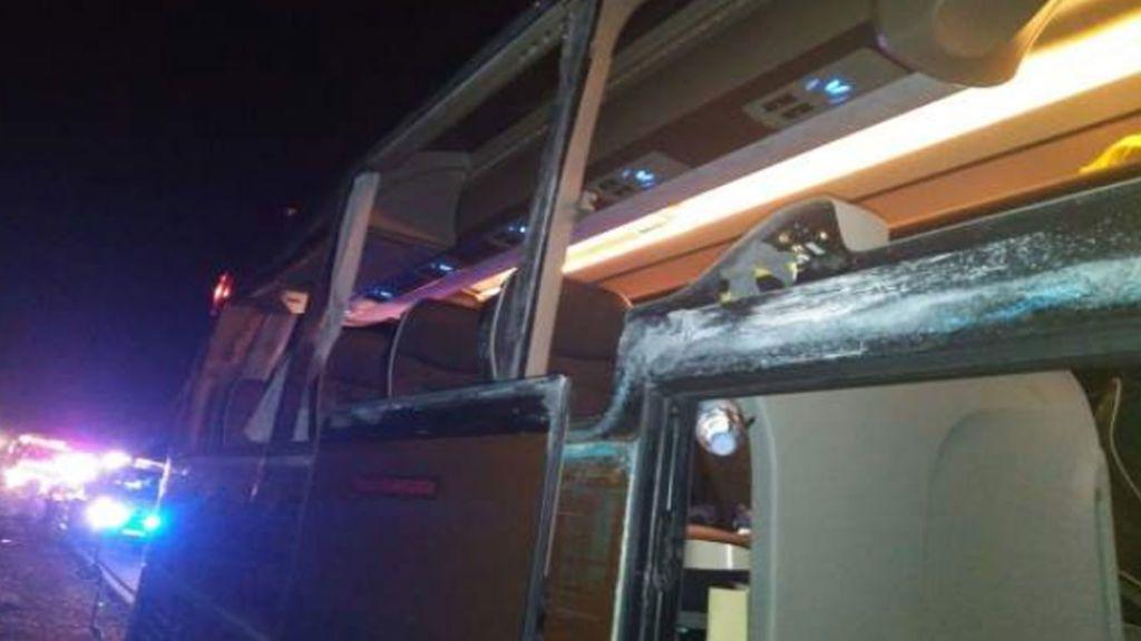 Accidente en la A-3:  Cuatro heridos graves en el choque entre un camión y un autobús
