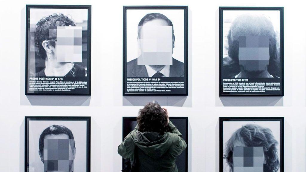 La obra de Santiago Sierra, 'Presos políticos', ha sido retirada de ARCOmadrid a petición de Ifema.