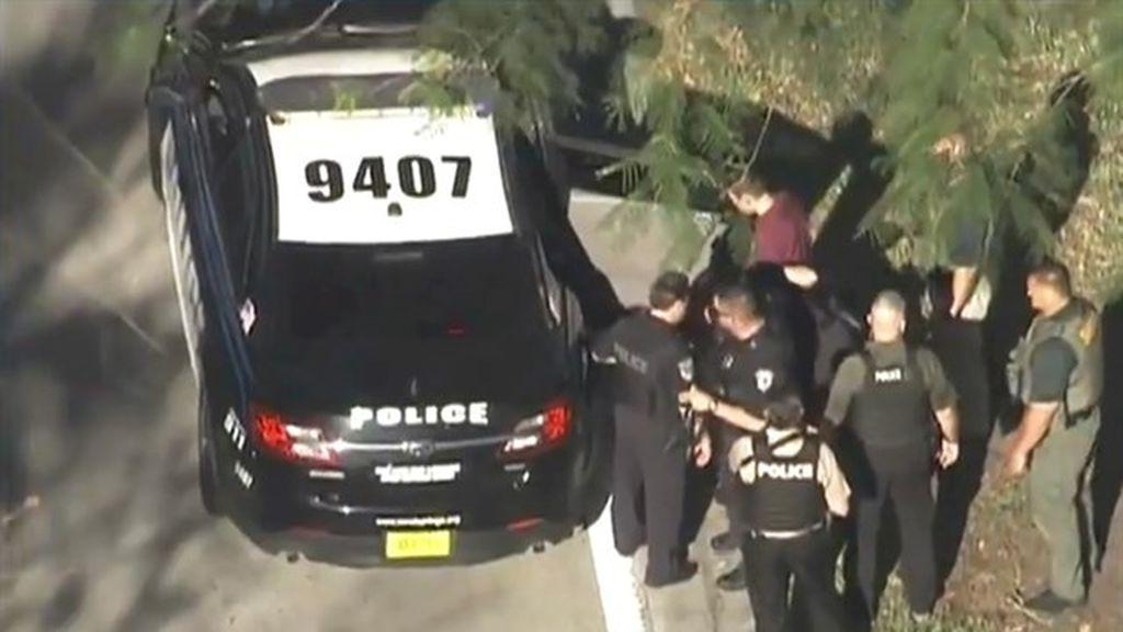 Suspendido un policía por quedarse fuera del instituto en lugar de enfrentarse al autor del tiroteo de Florida