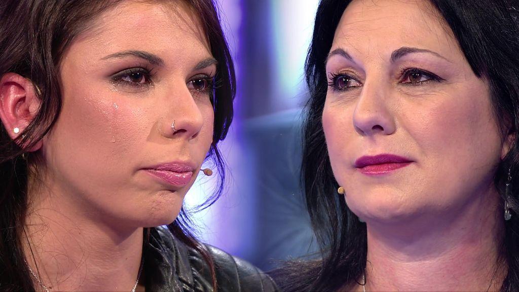 Aroa se arrepiente de haber abandonado a su madre cuando estuvo enferma de cáncer
