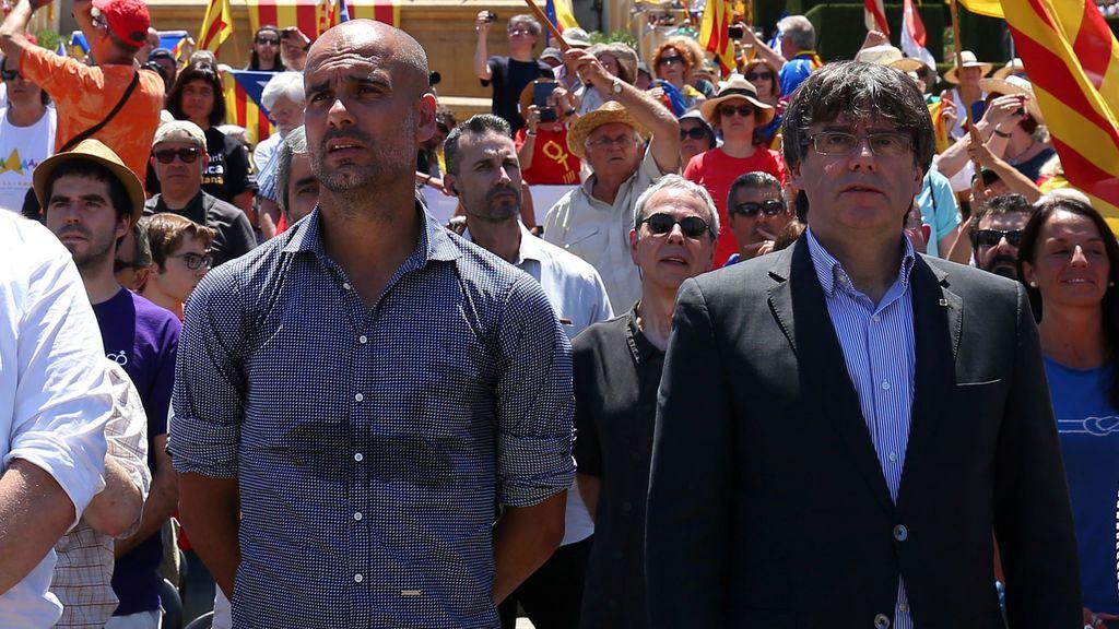 La Guardia Civil busca a Puigdemont en el avión en el que viajaba la familia de Guardiola