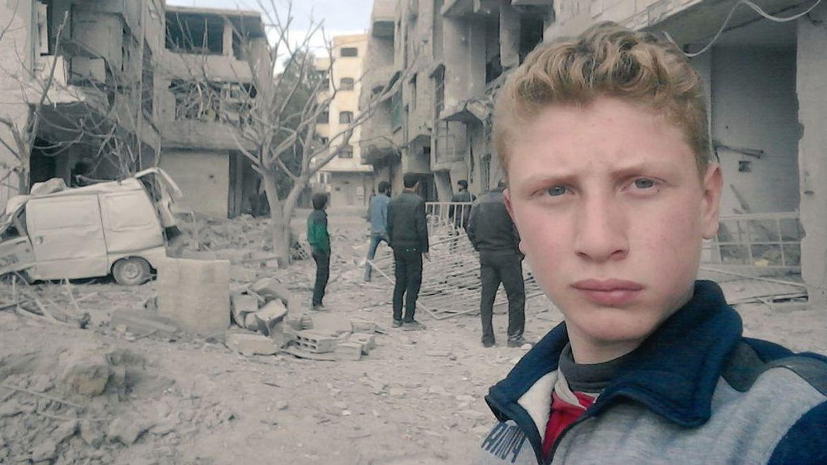 Bebés heridos y amigos muertos: un adolescente sirio usa sus selfies para pedir ayuda