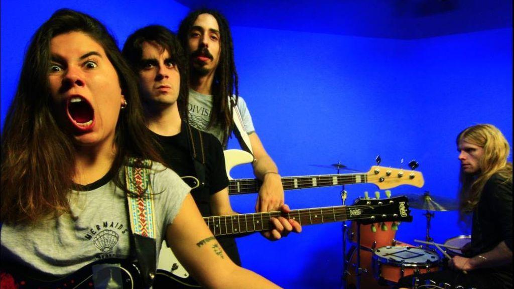 Censuran el videoclip del grupo canario Texxcoco en el que aparecía su vocalista con los pechos al descubierto