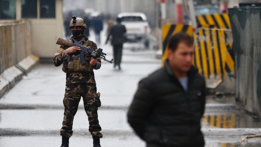 Dos muertos y una veintena de heridos en dos ataques suicidas en Afganistán