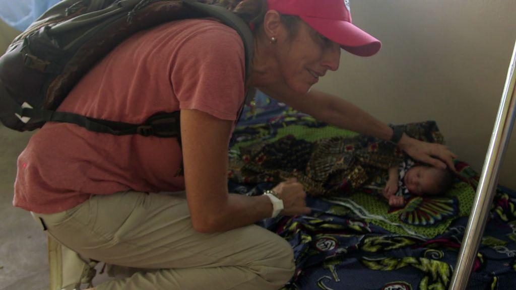 Paz Padilla se rompe al ver a los bebés recién nacidos y los pocos recursos de un hospital