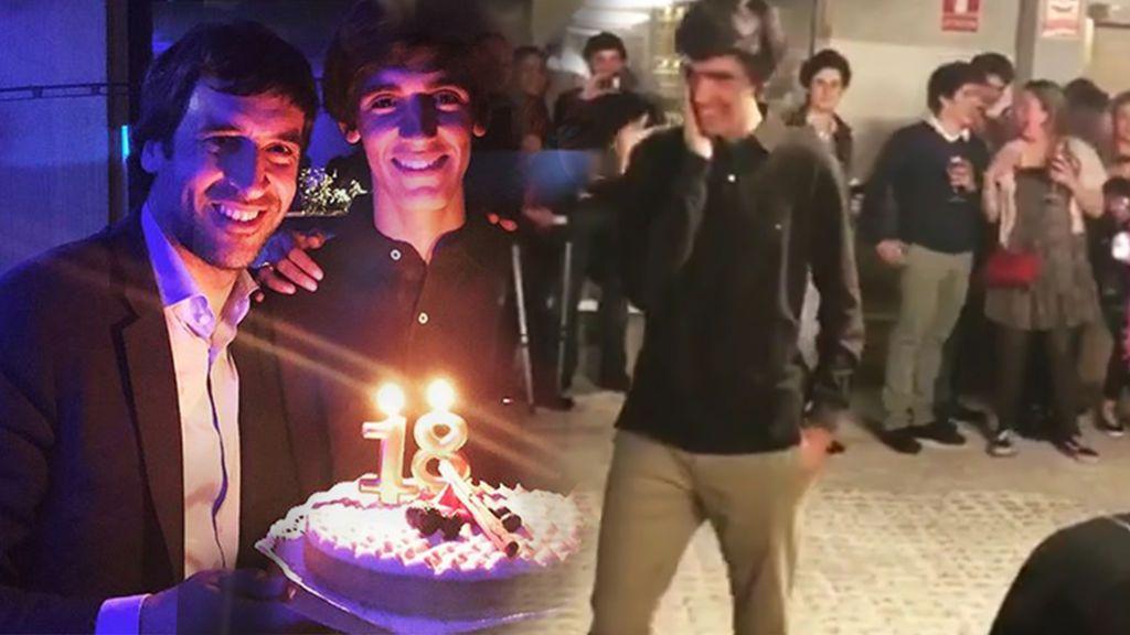 Raúl regala a su hijo Jorge un cochazo por su 18 cumpleaños y delante de sus amigos