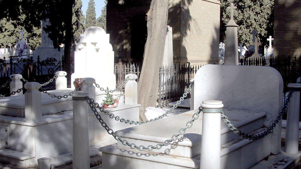 Muere un operario tras caerle una lápida en la cabeza en un cementerio de Santiago
