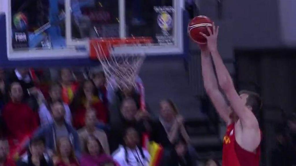 ¡Hunde el aro! Conexión Colom - Fran Vázquez para firmar la canasta del partido ante Montenegro