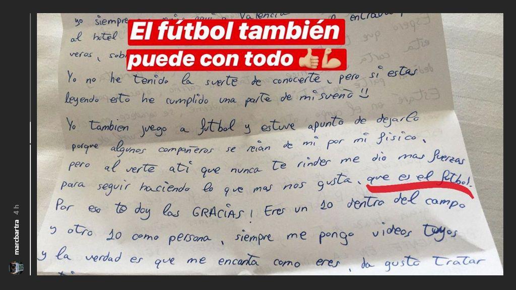 """""""Estuve a punto de dejar el fútbol porque se reían de mí, pero tú me diste fuerzas"""": La tierna carta de un niño a Bartra 😍"""
