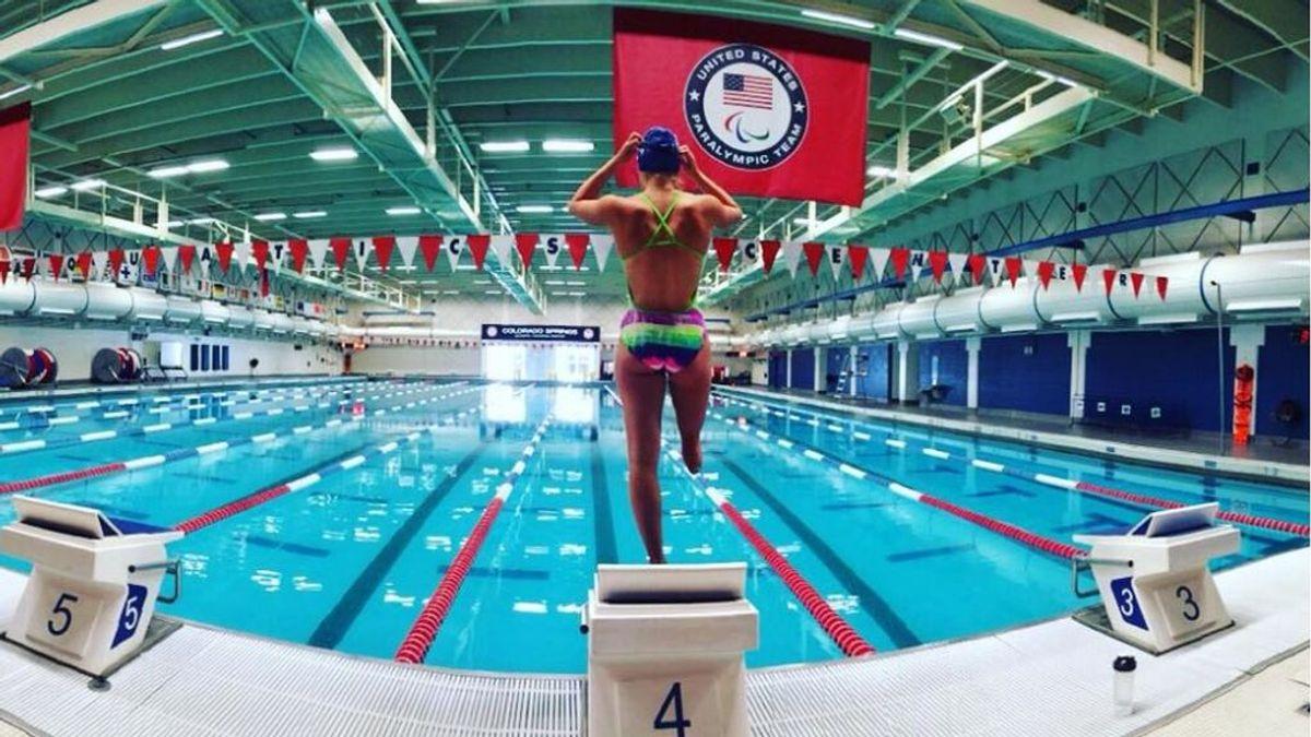 La nadadora paralímpica Rosie Bancroft pide ayuda para recuperar su pierna ortopédica robada