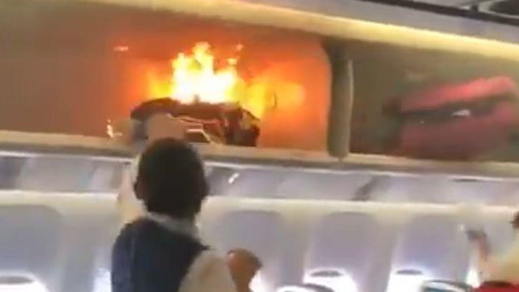 Una batería externa de recarga de móviles explota en un avión