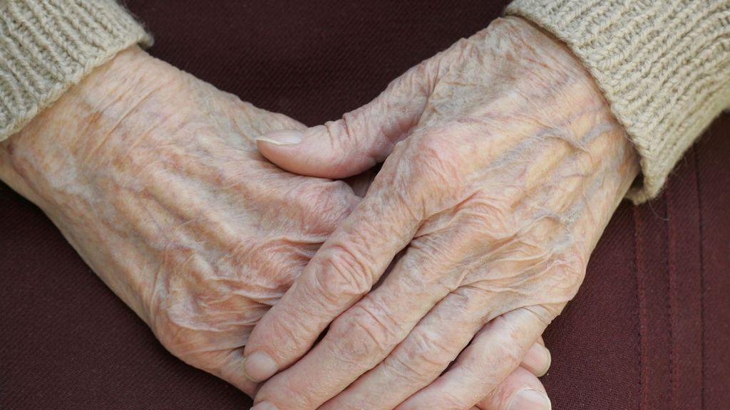 A juicio la cuidadora que dejó tirada en el suelo durante horas a una anciana con alzheimer