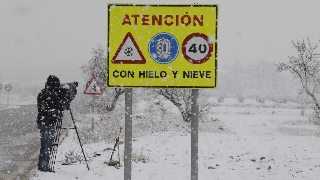 El temporal complica la circulación: Once carreteras se encuentran cortadas al tráfico por la nieve
