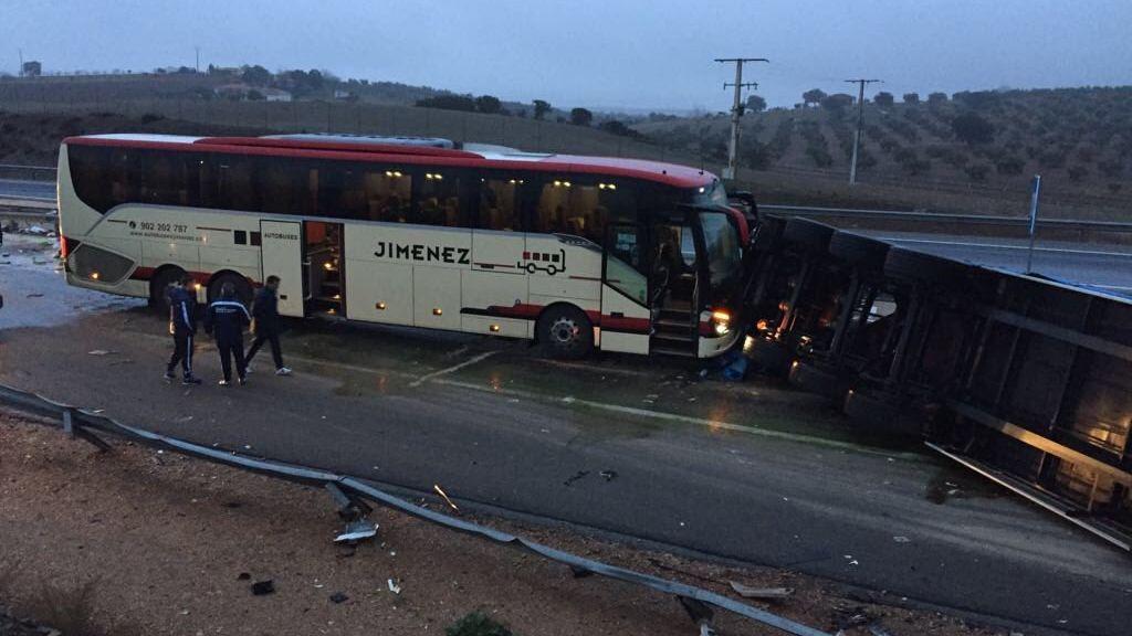 El autobús del Río Renovables sufre un accidente cuando viajaba a Jaén para jugar la Copa del Rey de fútbol sala