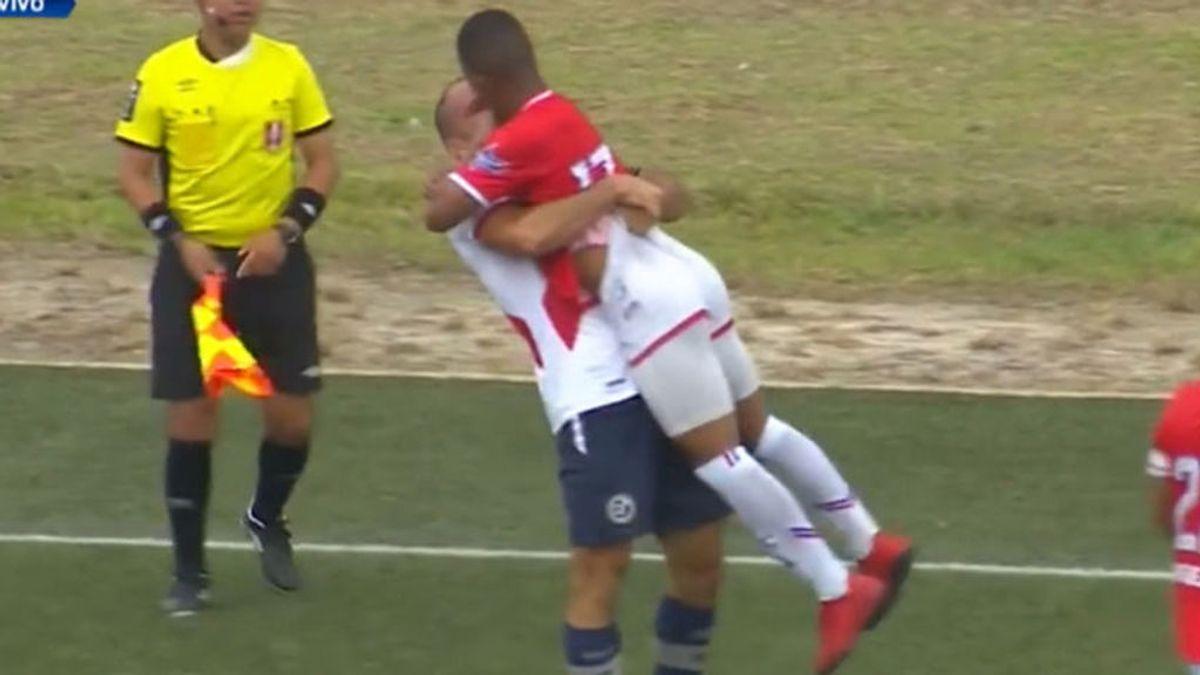 ¿Beso o agresión? La pelea más surrealista del fútbol peruano