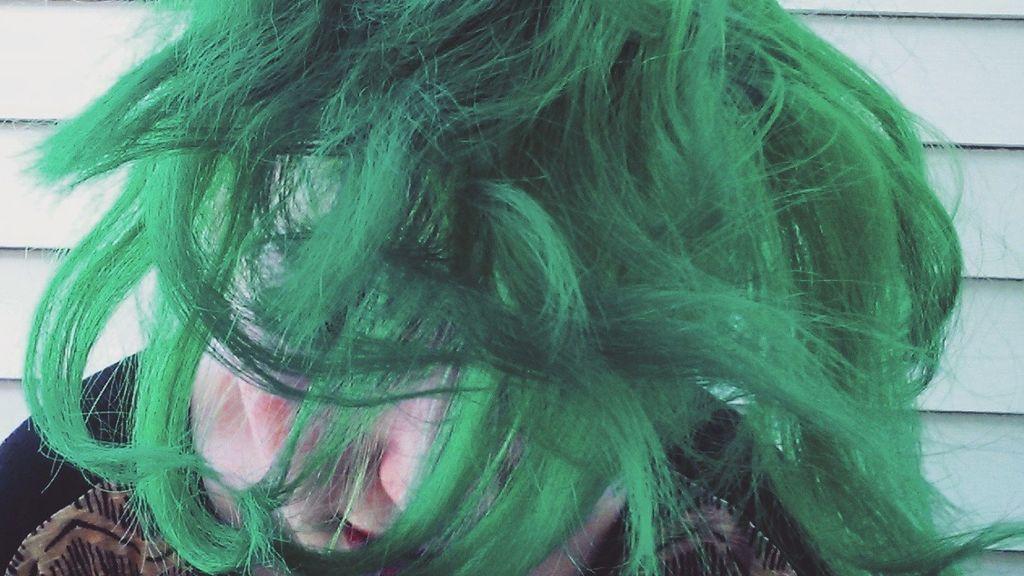 Te explicamos por qué ya no tiene ningún sentido que te tiñas el pelo de verde o azul
