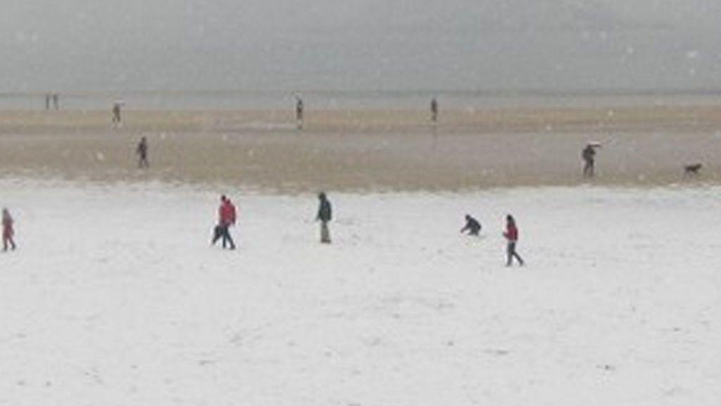 La playa de la Concha de San Sebastián amanece nevada por los coletazos de la 'bestia del Este'