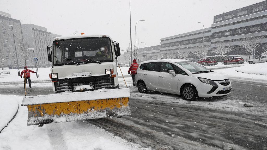 La nieve y el riesgo de avalanchas obligan a cortar más de 20 carreteras