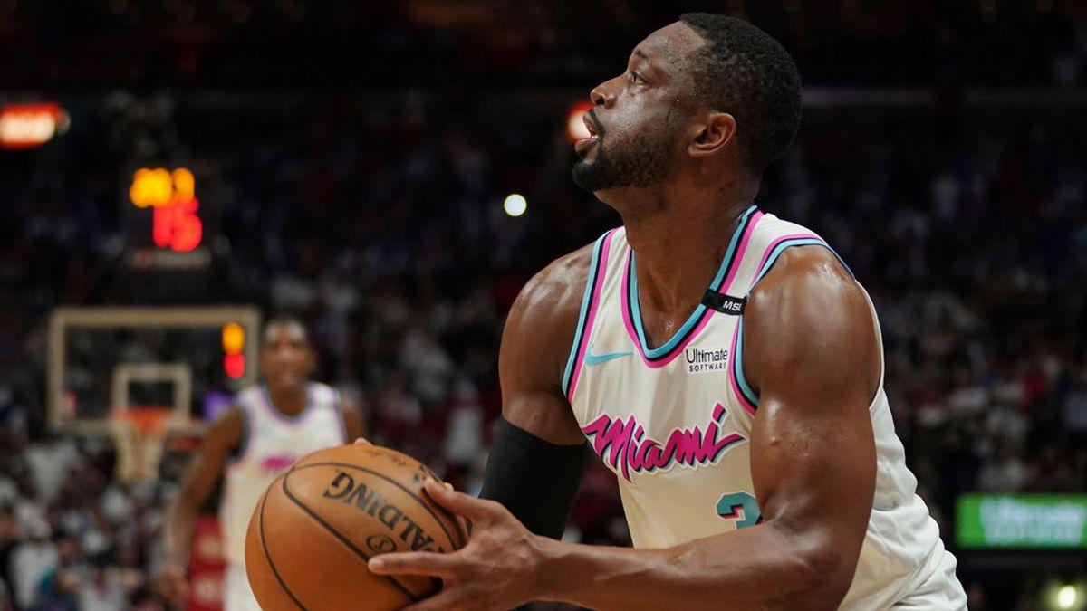 Wade anota la canasta decisiva ante los 76ers con las zapatillas en homenaje al chico que fue enterrado con su camiseta