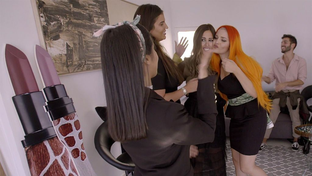 La firma de pintalabios de las 'Moraleja Girls' triunfa a pesar de la crisis de última hora