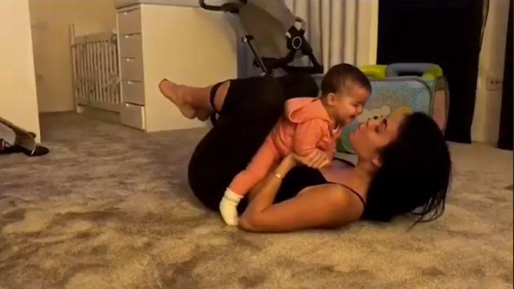 La dura vida de una'fit mami': Georgina Rodríguez integra a Alana como parte de su rutina de ejercicios