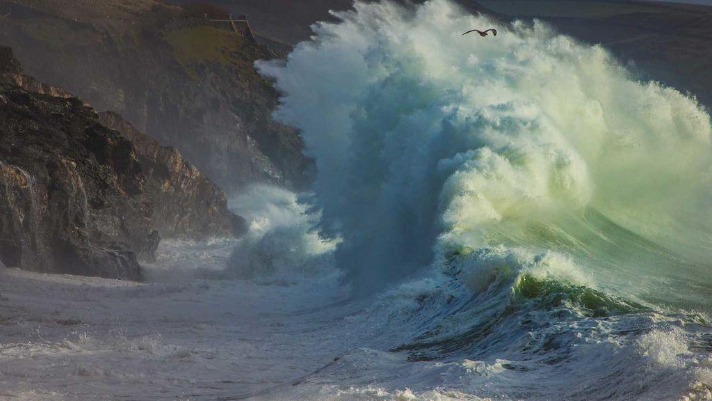 Emma se hace notar: vientos de 100 km/h, olas de 6 metros de altura y lluvias persistentes