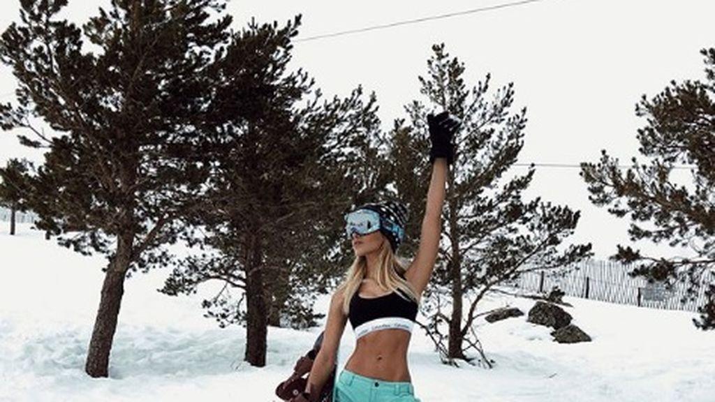 El zasca de Oriana a los que critican su foto sin camiseta en la nieve