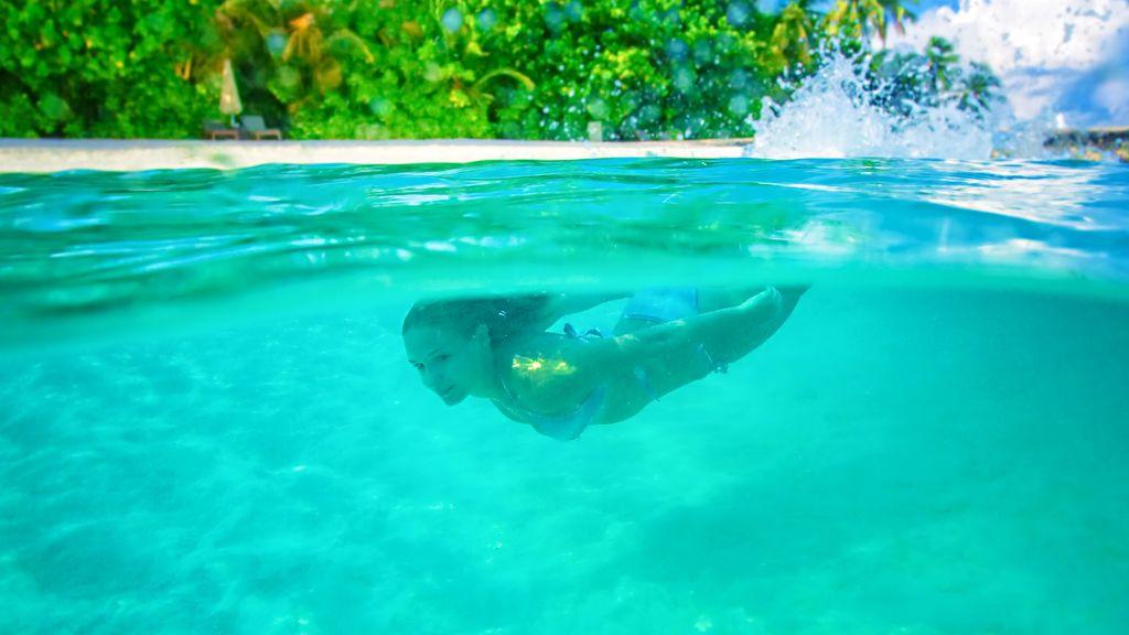 Nadar en el mar más peligroso para tu salud que hacerlo en la piscina