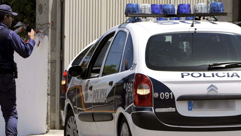 Ocho detenidos en Vigo tras localizar la Policía a un herido de bala y a otro individuo maniatado en un piso