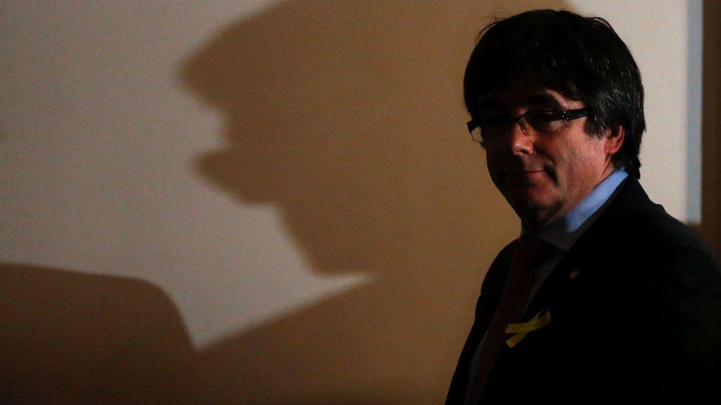 Carles Puigdemont da un paso al lado y cede su candidatura a president