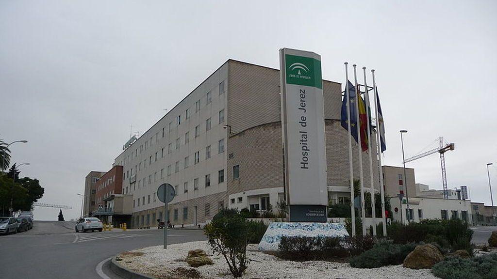 Una paciente intenta agredir con un cuchillo a una doctora en el Hospital de Jerez