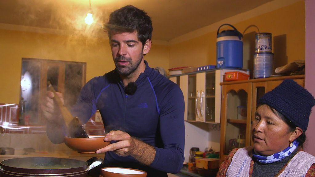 ¡Todo un chef! Miguel Ángel Muñoz muestra sus dotes en la cocina y sorprende a Calleja
