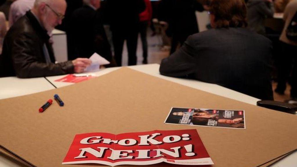 Las bases del SPD aprueban el retorno a una gran coalición con Angela Merkel