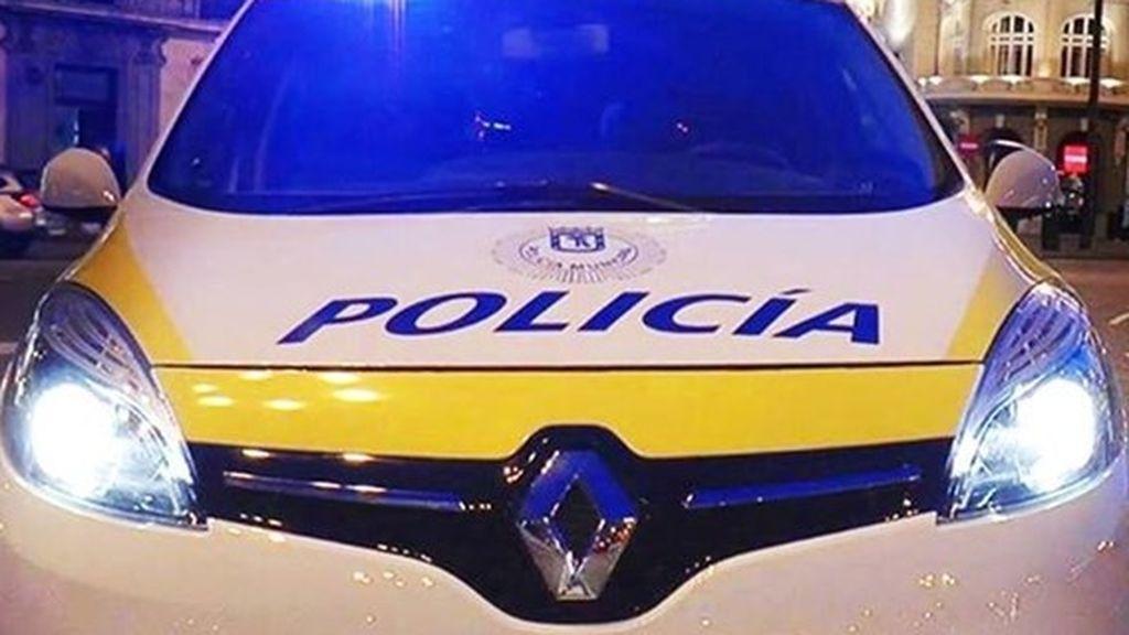 Detenido por exhibir dos cuchillos en un local y amenazar a los agentes