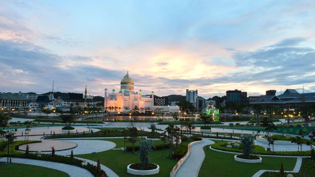 Una bonita estampa de la mezquita de Omar Ali Saifuddien  en Brunei