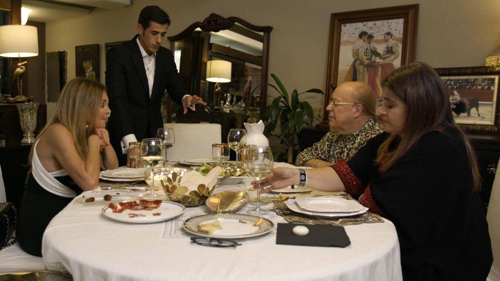 Víctor Janeiro, anfitrión en 'Ven a cenar conmigo: Gourmet edition'.