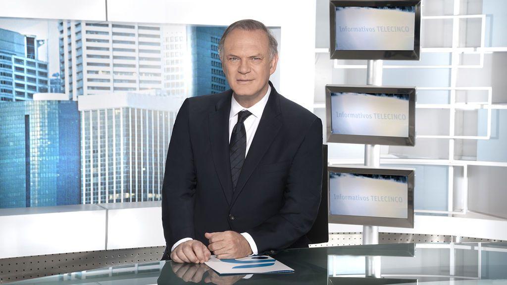 Pedro Piqueras presenta 'Informativos Telecinco 21.00'.