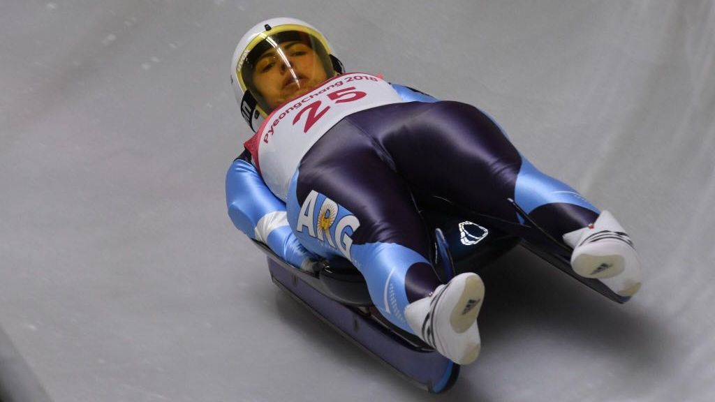 Verónica Ravenna, una argentina de 19 años bajando a 120 km/h por el hielo de PyeongChang