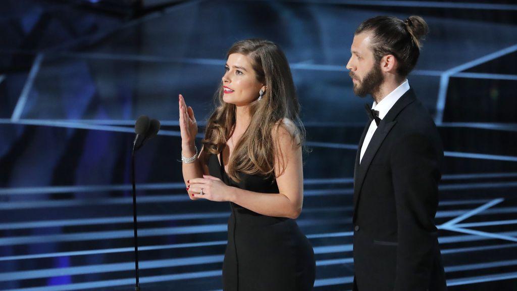 Rachel Shenton y Chris Overton recogen el Oscar a mejor cortometraje de ficción por 'The Silent Child'