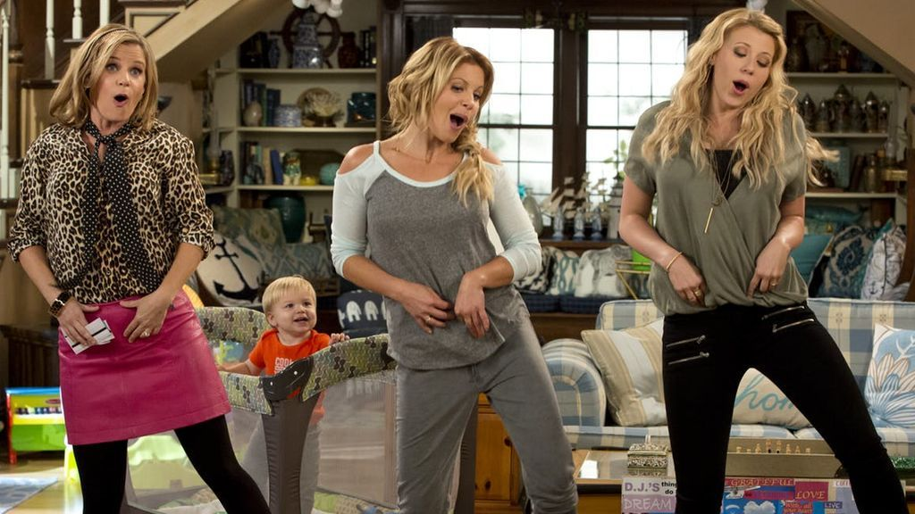 Candace Cameron Bure, Andrea Barber y Jodie Sweetin interpretan a D.J. Tanner-Fuller, Kimmy Gibbler y Stephanie Tanner en 'Madres forzosas'.