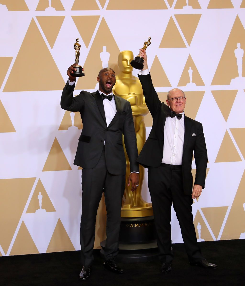 Kobe Bryant y Glen Keane ganan la estatuilla al mejor cortometraje animado por 'Dear Basketball'