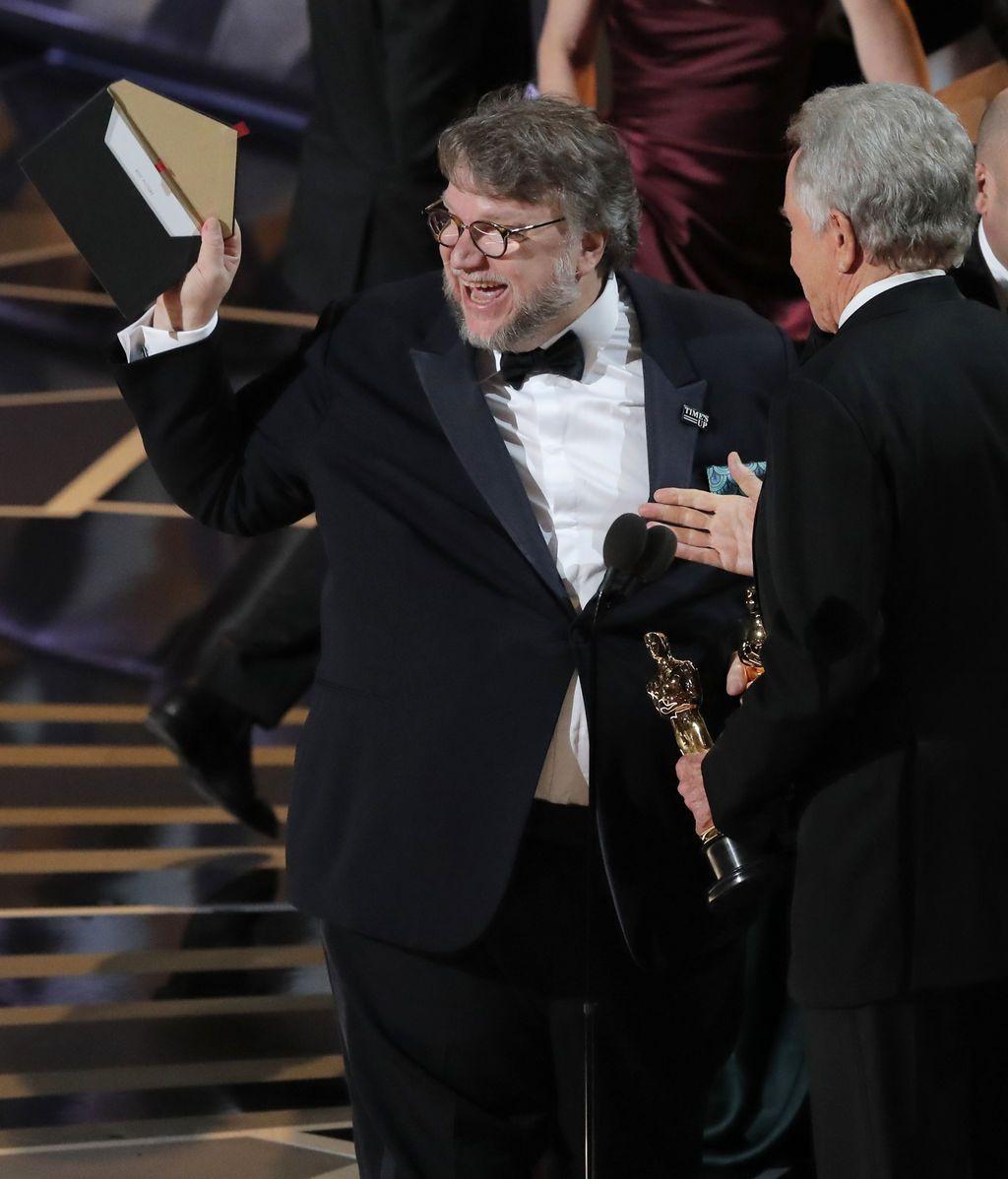 Guillermo del Toro recoge el cuarto y último Oscar de la noche para 'La forma del agua', en esta ocasión, a la mejor pelíucla