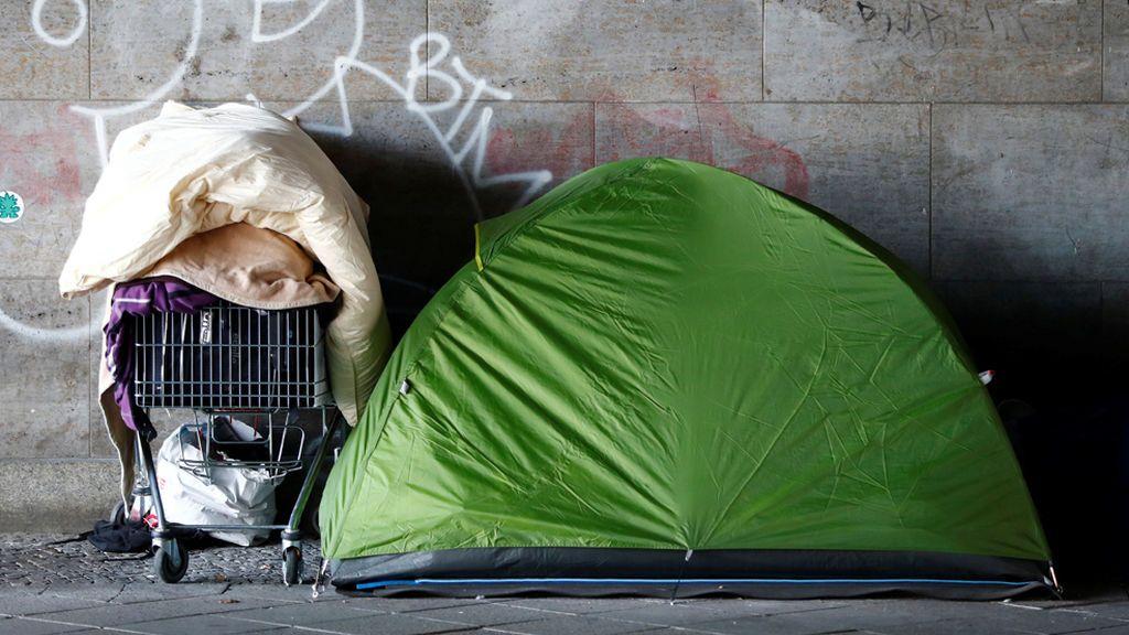Un hotel rechaza alojar a unos sintecho que tenían sus habitaciones pagadas por una clienta solidaria