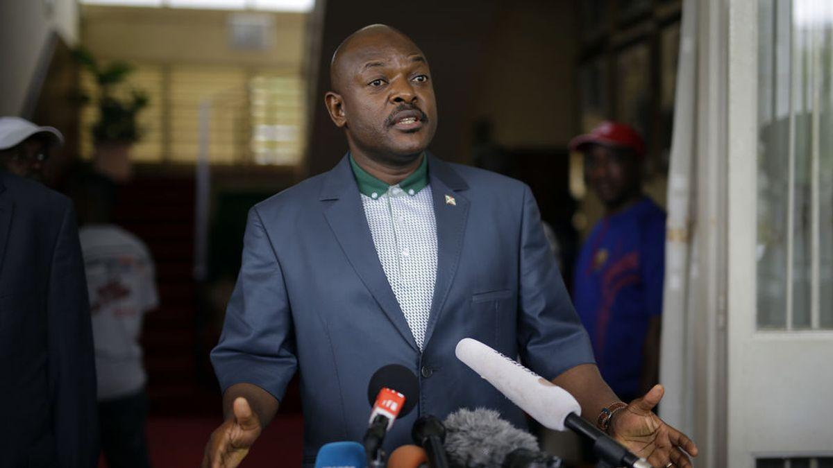 """El presidente de Burundi juega un partido amistoso y... manda a a la cárcel a dos entrenadores por """"marcarle fuerte"""""""