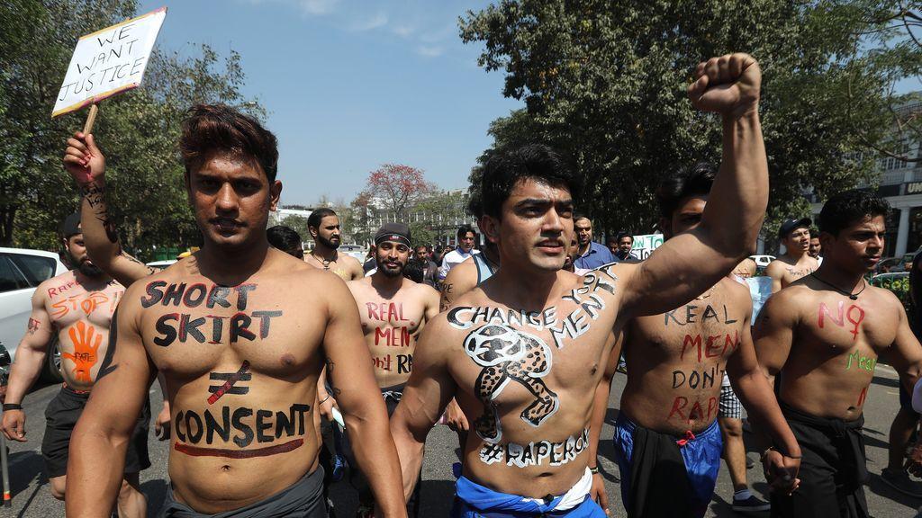 Simpatizantes del movimiento Rape Roko (Parad las Violaciones) se manifiestan en Nueva Delhi, India