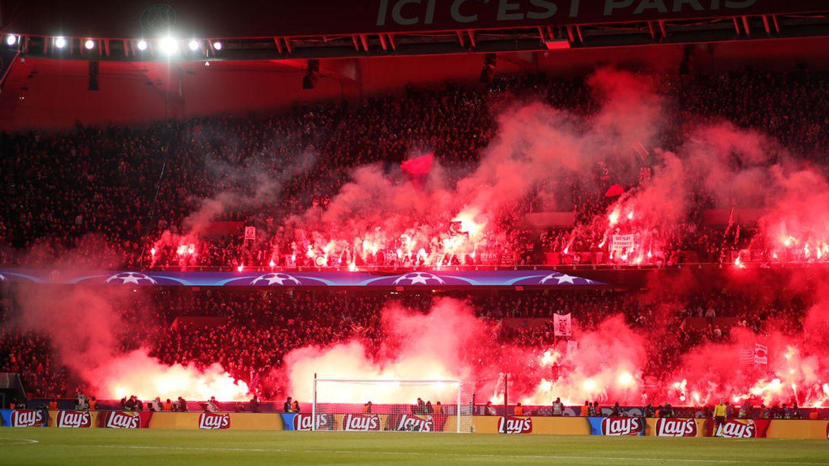 La vergüenza de los ultras: el árbitro para unos minutos el PSG-Real Madrid por las bengalas de los radicales