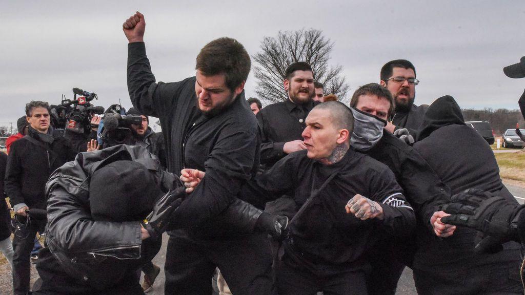 Trifulca multitudinaria durante un mitín del líder racista Richard Spencer en la Universidad de Michigan