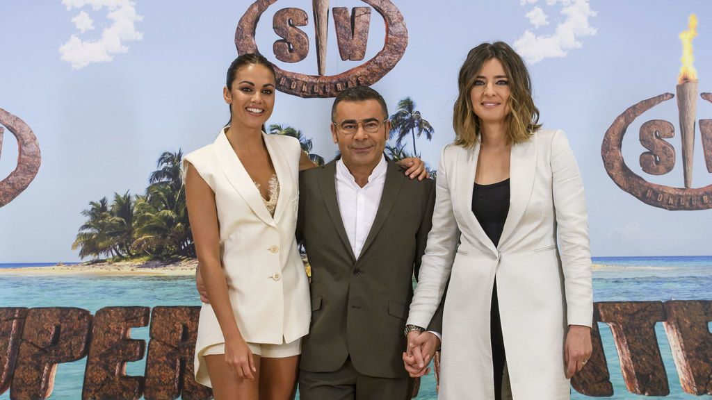 Lara Álvarez, Jorge Javier Vázquez  y Sandra Barneda, presentadores de 'Supervivientes 2018'.