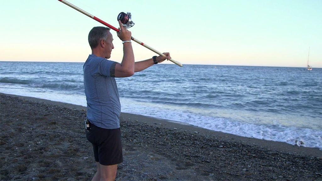 Kike calleja coge con ganas el 'surfcasting' y pesca en sus primeros lances